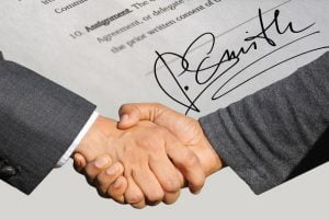 Shake hands upon sell home fastafter the house